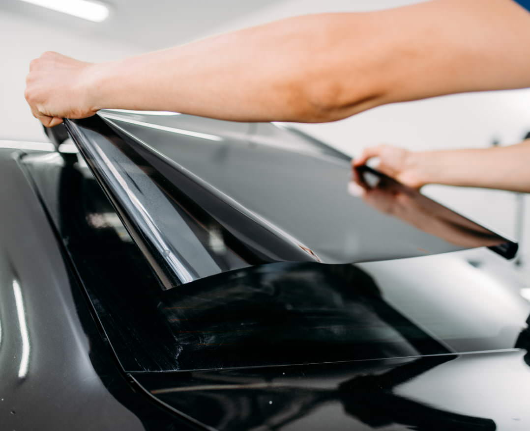 https://www.starglasstucson.com/wp-content/uploads/2021/06/male-specialist-with-car-tinting-film-hands@2x.jpg